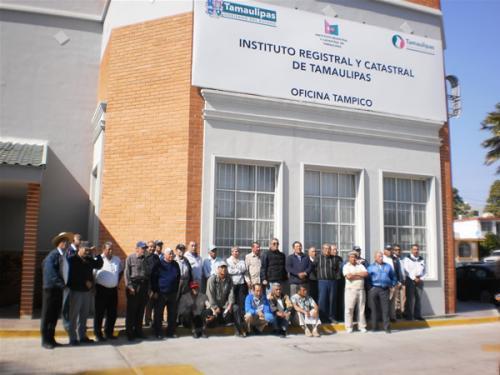 Trabajadores del GUA protestan ante el Registro Público de la Propiedad